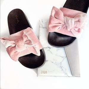 Shoes - Pink velvet bow slip on slippers slides soft